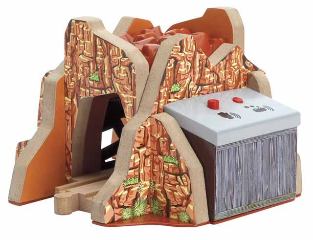 "Echo Tunnel ""Sights & Sounds"" - Thomas & Friends Wooden Railway"